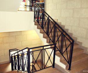 Cage d'escalier menant aux bureaux de Carré France