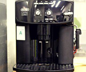 Machine à café dans l'espace commun des bureaux de Carré France
